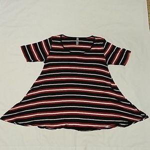 LuLaRoe Perfect T Shirt - S